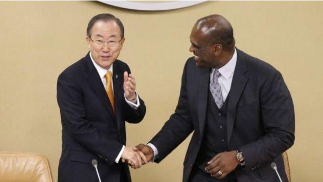 """Tổng thư ký LHQ Ban Ki-Moon nói ông """"sốc và lo ngại"""" trước tin John Ashe ăn hối lộ"""