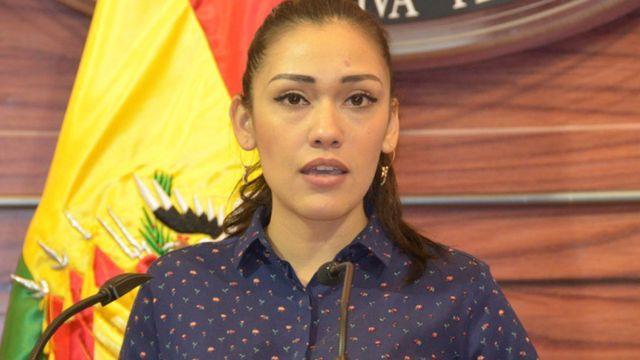 #Bolivia: presidenta del Senado, la real Presidenta interina, pero la policía la bloquea.