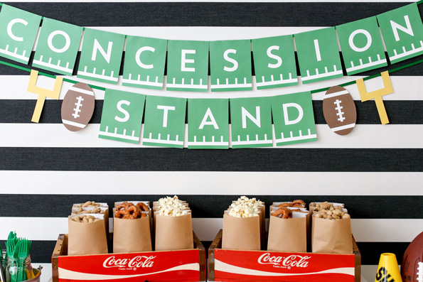 http://www.playpartyplan.com/game-day-party-decor-ideas/