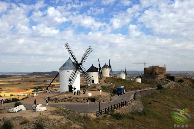 ラ・マンチャ地方 コンスエグラの風車