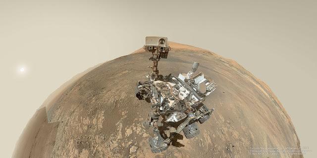 Chụp ảnh selfie ở đồi Vera Rubin trên Sao Hỏa. Hình ảnh: NASA, JPL-Caltech, MSSS - Xử lý panorama: Andrew Bodrov.