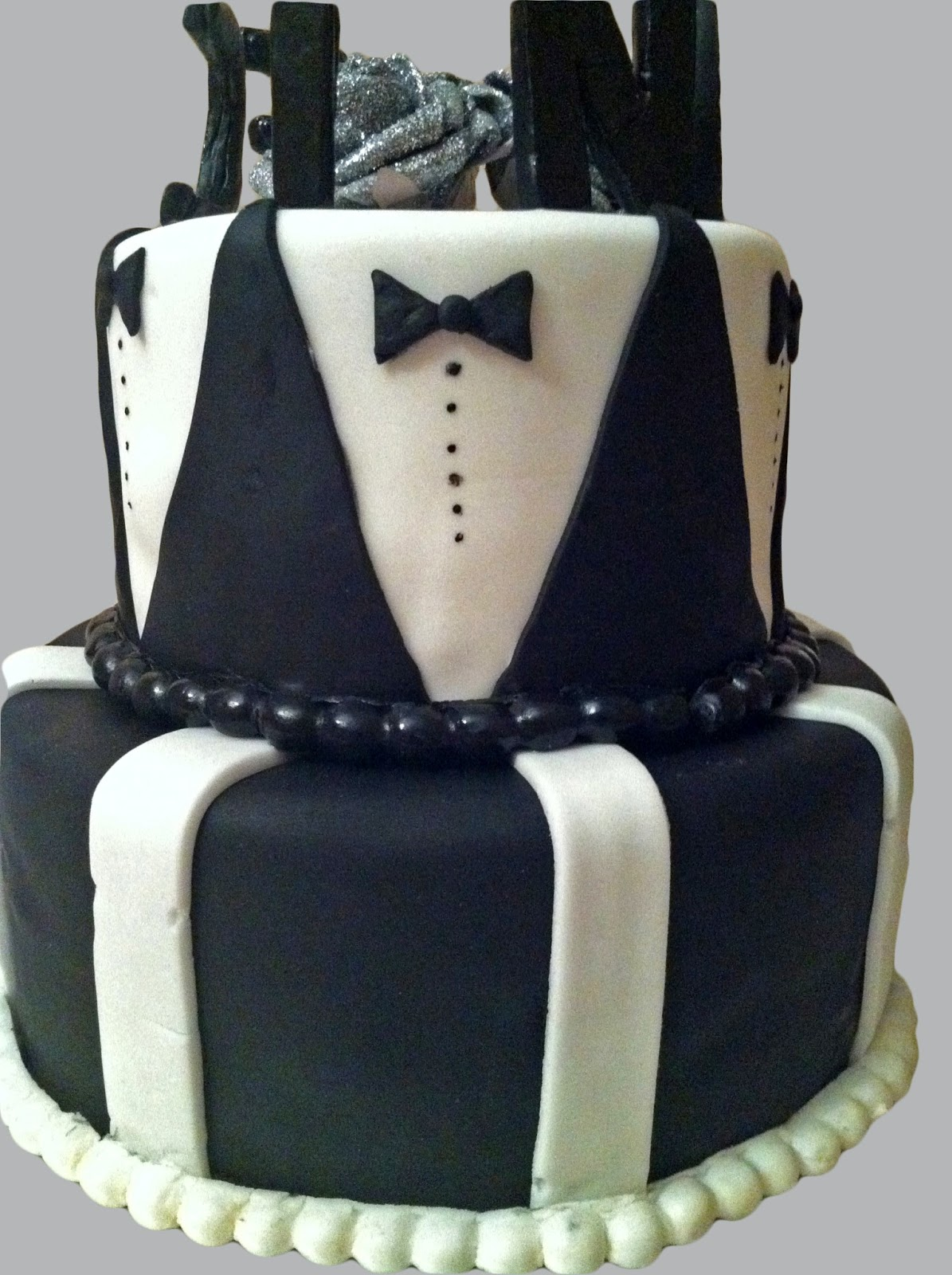 g teau d 39 anniversaire costume mam 39 zelle cakes. Black Bedroom Furniture Sets. Home Design Ideas