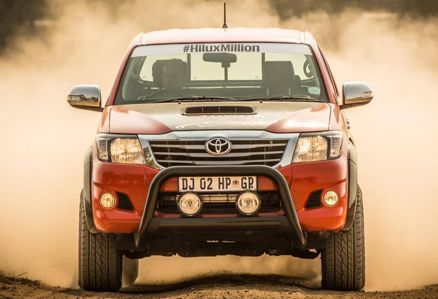 Điều gì xảy ra nếu Toyota Hilux sử dụng động vơ V8?