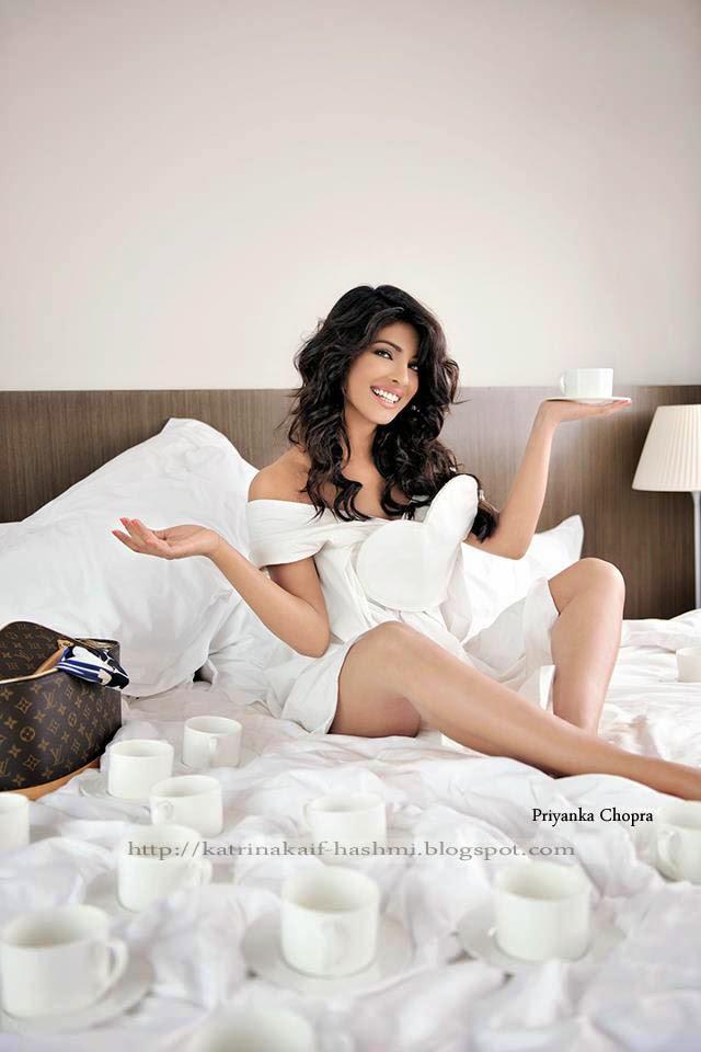 Asin: Priyanka Chopra S-e-x-y Legs Photos