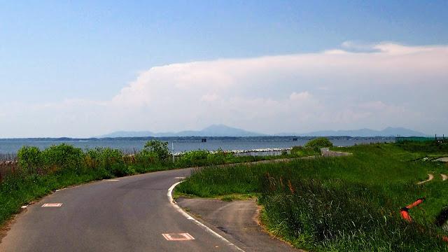 土浦を起点に霞ヶ浦を一周するサイクリングコース(霞ヶ浦大橋を渡るショートコース)。フラットコースで楽勝!と思いきや風が強い日は意外と苦戦することも。