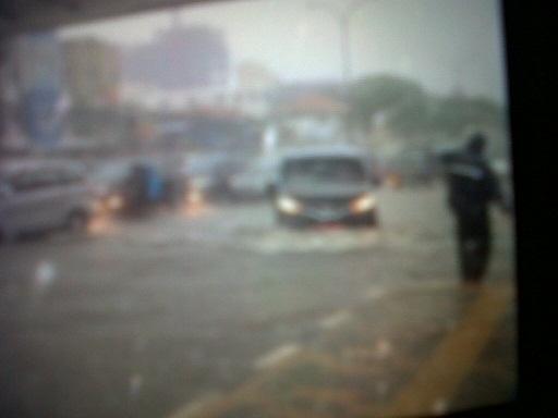 Hujan Deras, Jalan Margonda Terendam Banjir