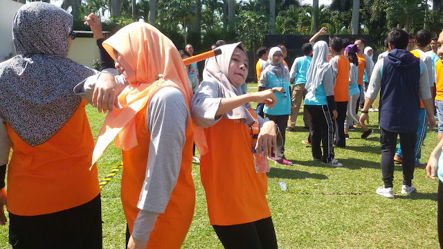 Melatih Kekompakan Melalui Kegiatan OutBond Di Harris Hotel Bogor