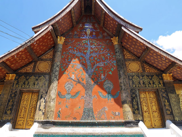 tree of life mosaic, wat xiengthong