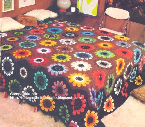 Cubrecama al crochet con grannys centro de flor