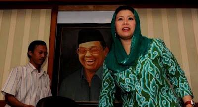Foto Yenni Zannuba Ariffah Chafsoh Rahman Wahid