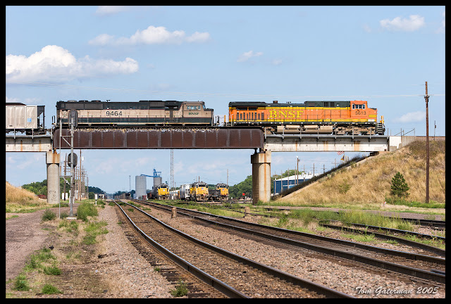 BNSF 5613 and BNSF 9464 on the Ravenna Subdivision at Grand Island, NE