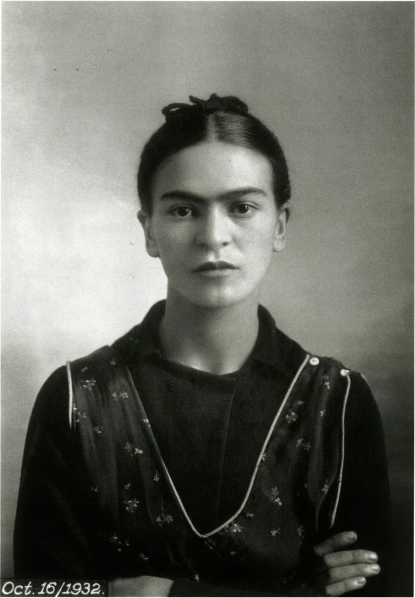 40 Fascinating Black and White Portraits of Frida Kahlo