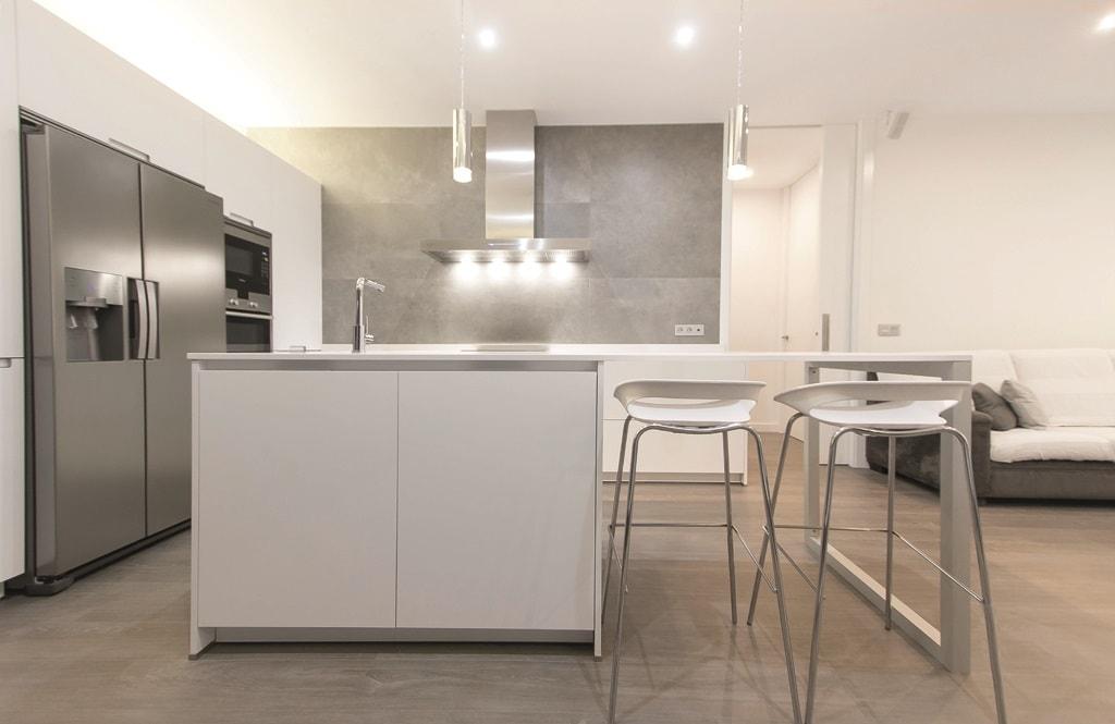 El sal n y la cocina frente a frente cocinas con estilo - Frentes de cocina baratos ...