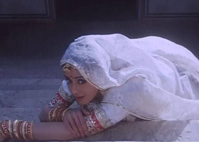 कुमुद नयनी सी एक चंचल सी नारी Hindi Kavita By Naresh K. Dodia
