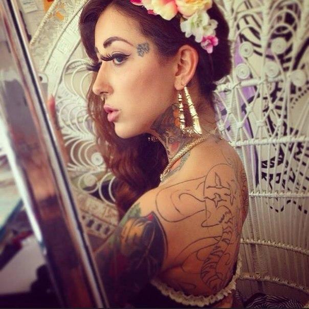 Cat Emilia Carvalho Reis Nude Pics