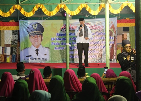 Wawako Emzalmi Apresiasi Festival Qasidah Rebana di Koto Lalang