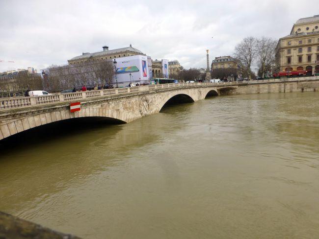The Pont Saint-Michel which connects the Place St. Michel to the Île-de-la-Cité.