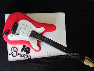 Bolo de aniversário em forma de Guitarra elétrica