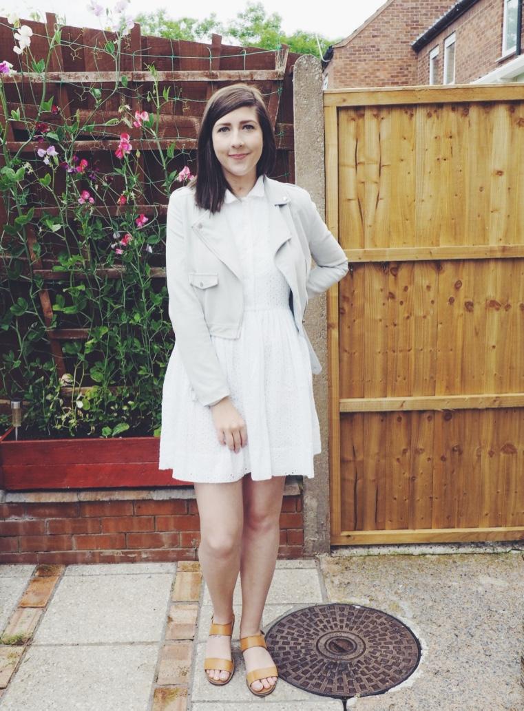 fbloggers, fashionbloggers, fashionpost, asos, missguided, zazulagreyjacket, missguidedjacket, ootd, outfitoftheday, whiteembroidereddress, whitedress, asosdress