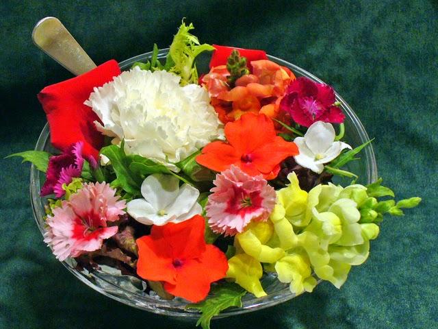 florile comestibile dau aroma mancarurilor si sunt foarte sanatoase