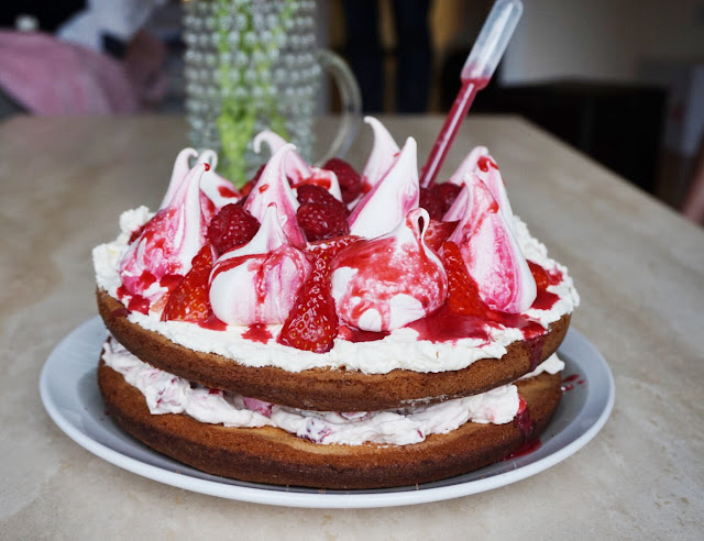 Bakes Box Eton Mess Cake