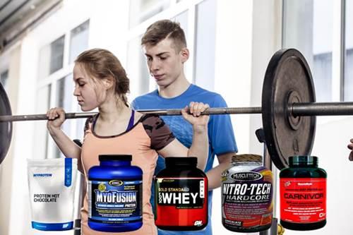 La toma de batido de proteínas en menores de edad que asisten al gym para crecer