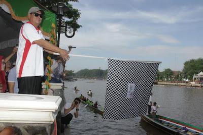Gubernur Kalsel Buka Lomba Jukung Tradisional 2017