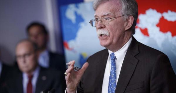 EEUU amenaza con represalias contra los que le compren petróleo o oro a Nicolás Maduro