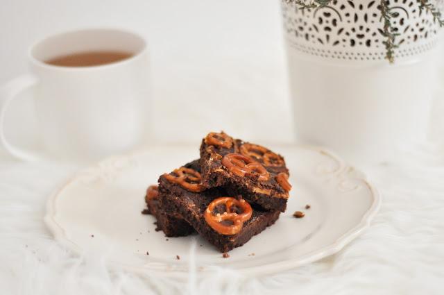 Zdrowe brownie z masłem orzechowym i precelkami | bezglutenowe, bez cukru i laktozy |