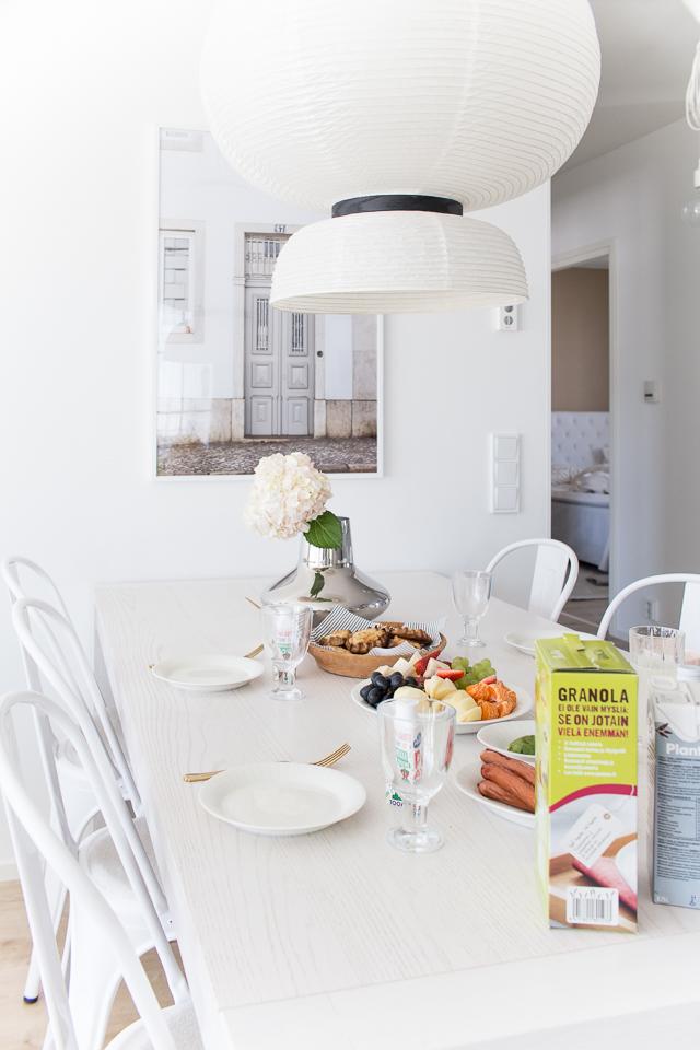 Villa H, brunssi, ruokailutila, tolix tuolit, sisustus