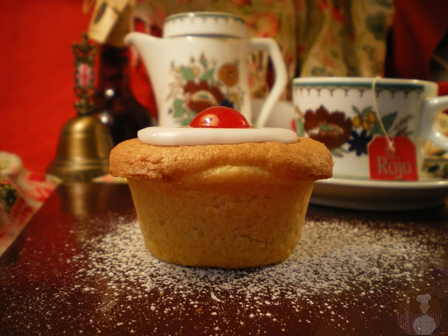 Small Cherry Bakewell