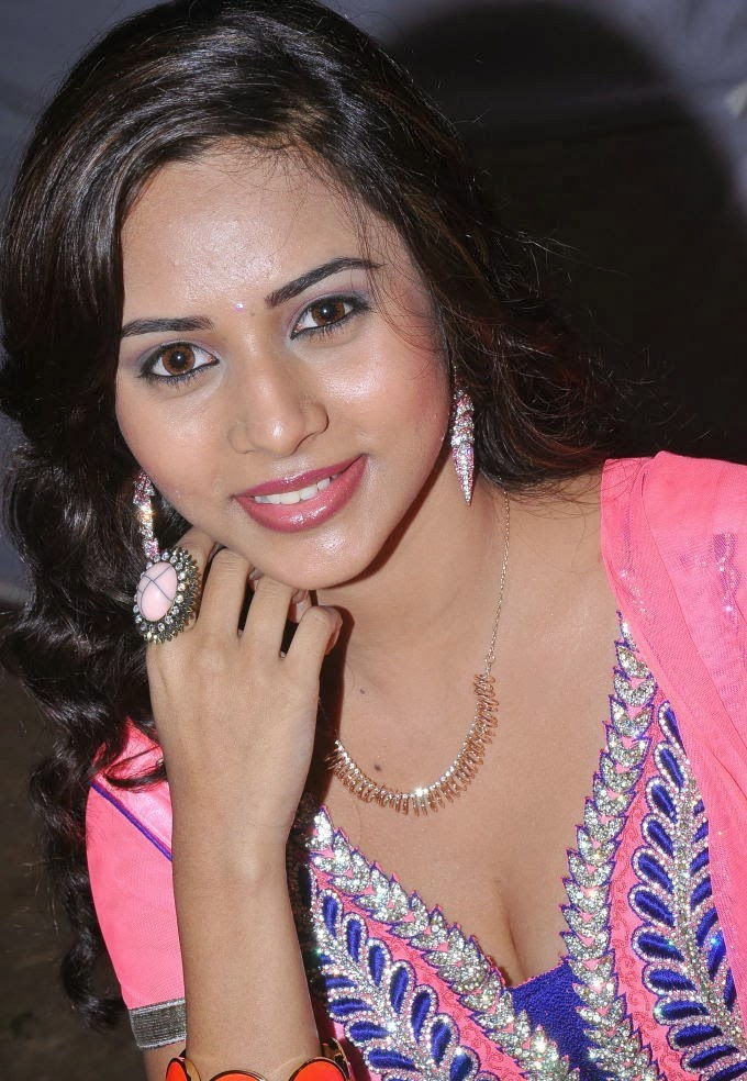 Suza in beautiful pink dress