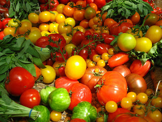 Tips for choosing the healthiest tomatoes for your summer table by Better Living Fitness founder Mark Thiesmeyer. Photo courtesy Jeremy Keith via Flickr.