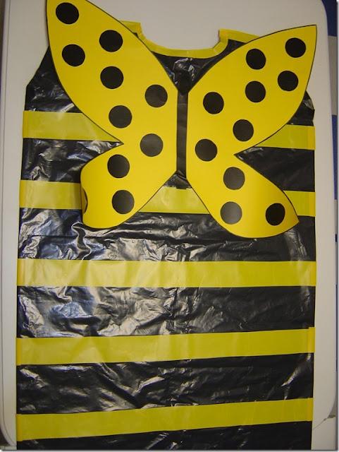 disfraz de abeja con bolsa de basura