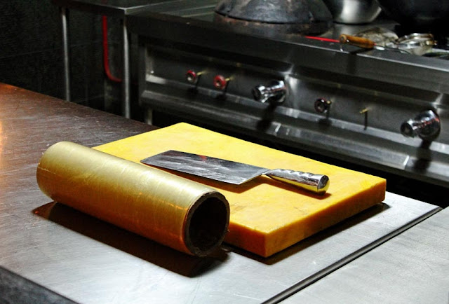 kitchen equipment of cutting board knife and cling film