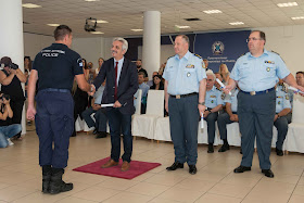 Πιστοποιητικά σπουδών στους ενενήντα νέους Ειδικούς Φρουρούς (πρώην δημοτικούς αστυνομικούς)