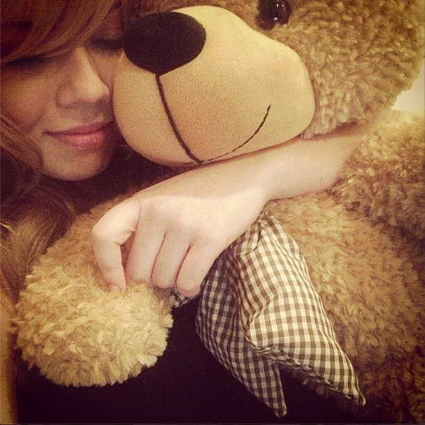 Jennette McCurdy with Shaggy Cuddles from Giant Teddy