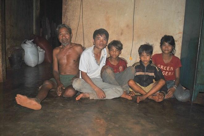Gia Lai: Chàng sinh viên nghèo nuôi hơn 20 đứa trẻ mồ côi