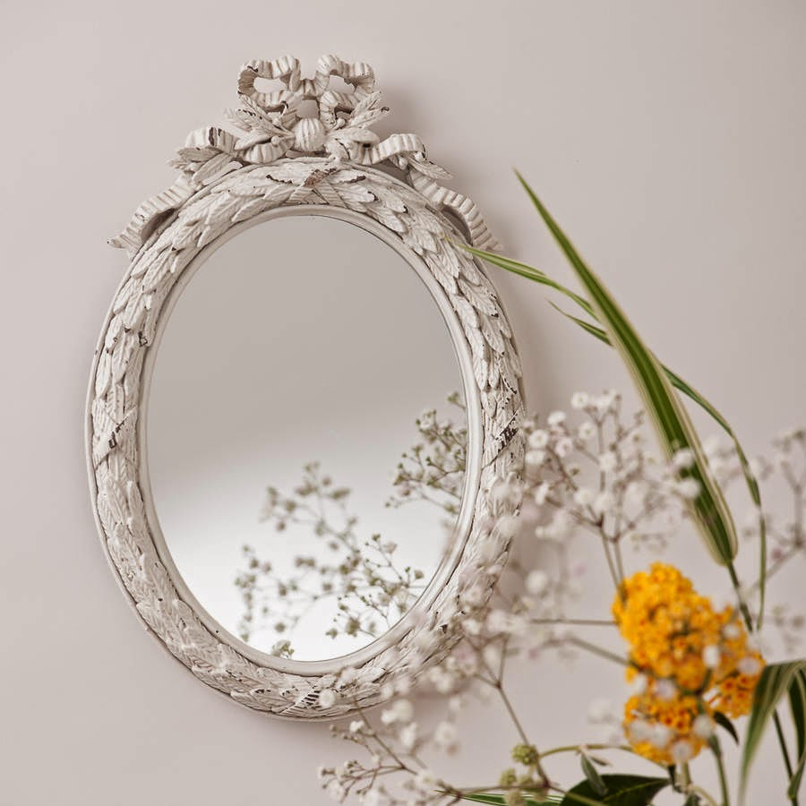 10 espejos vintage para una decoraci n de poca for Espejos ovalados de pared
