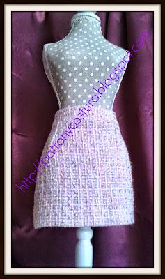 http://www.patronycostura.com/2013/11/tema-5-como-forrar-la-falda-basica.html
