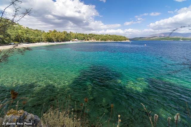 Playa de Kerasia, Corfú, agua de colores por El Guisante Verde Project