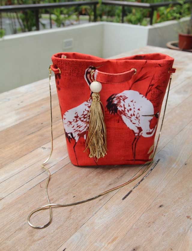 Learn how to make a fabric or leather bucket bag. Tutorial by So Sew Easy