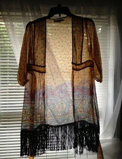 Kimono de flecos con una camisa vieja