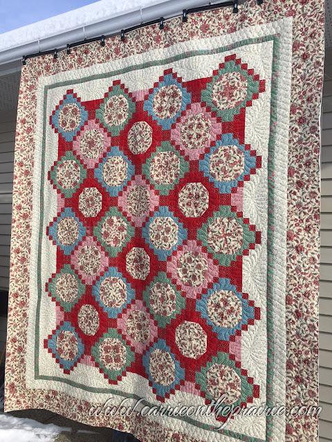 http://carrieontheprairie.blogspot.ca/2017/02/donnas-trellis-garden-quilt.html