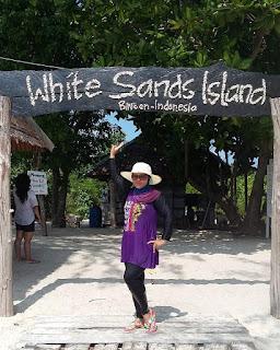 pulau beralas pasir di teluk bakau bintan