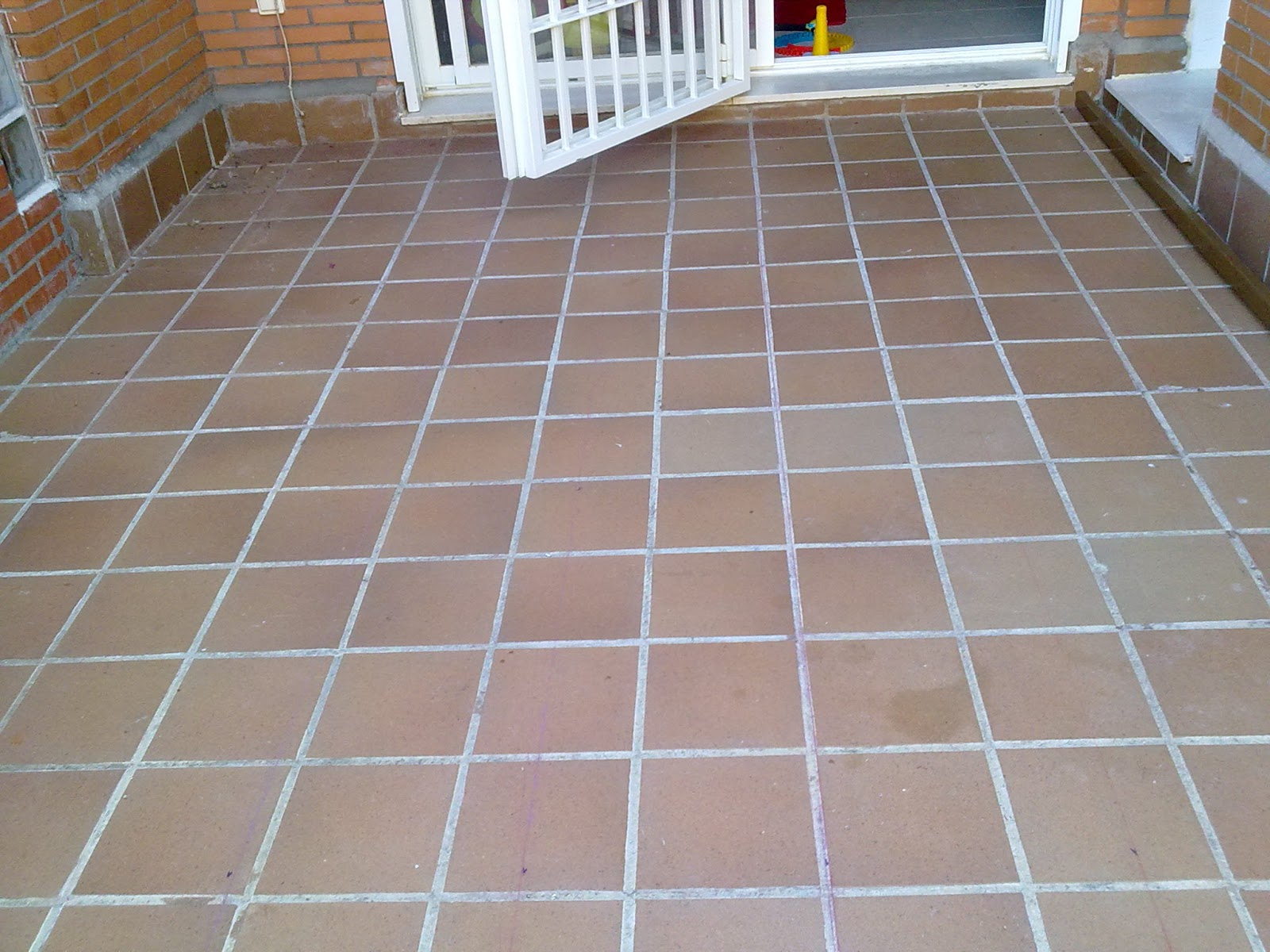 Miguel garcia carpintero suelo de composite en terraza - Losetas para exterior ...