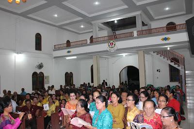 Ratusan Jemaat turut hadir dalam acara pembukaan Sinode HKIP ke 11  di Gereja HKIP Agape jalan Pisang Pematangsiantar.