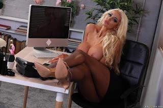 Nicolette-Shea-%3A-Massaged-On-The-Job-%23%23-BRAZZERS-67aefvepok.jpg