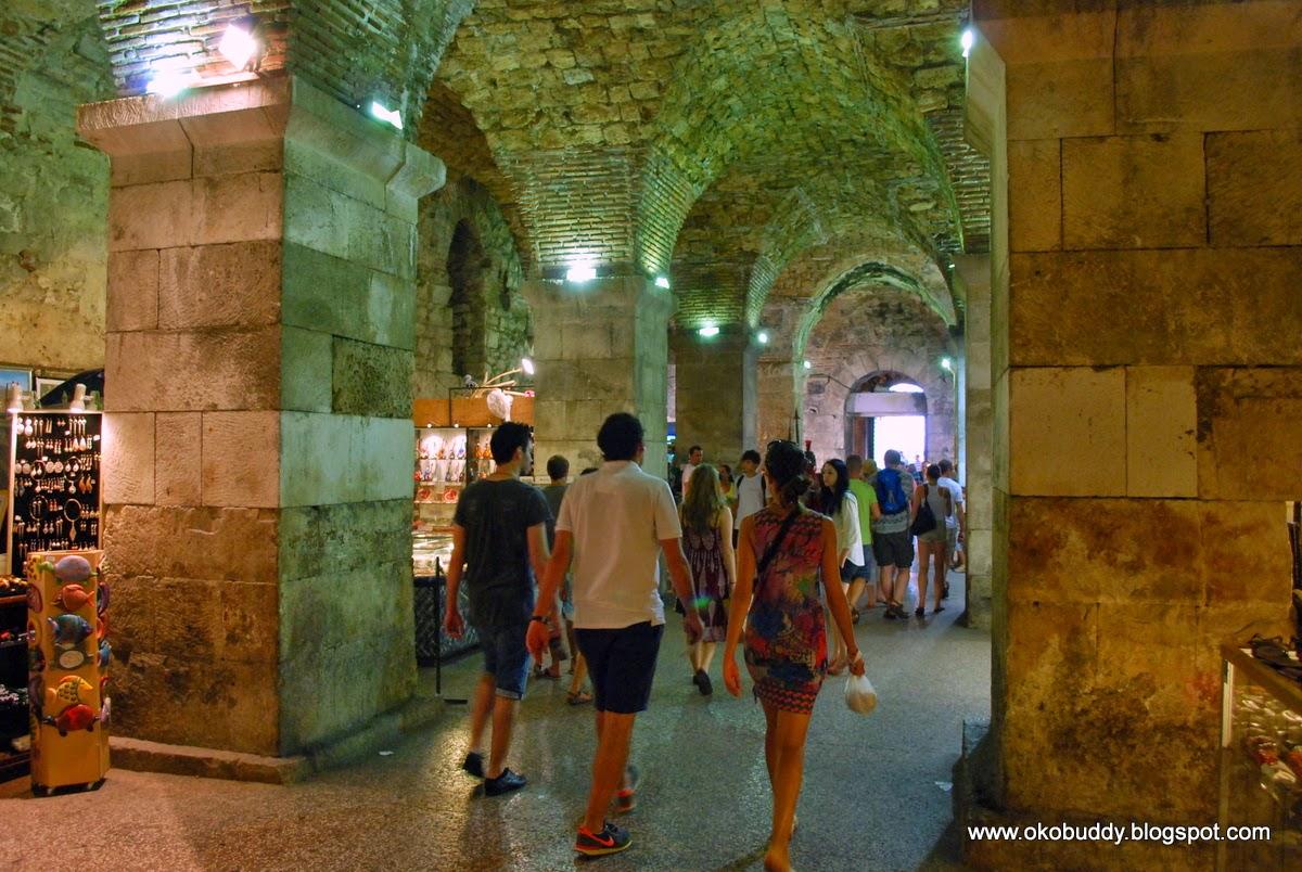 W podziemiach Pałacu Dioklecjana. Split. Chorwacja