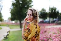 https://doganiammotyle.blogspot.com/2018/07/zota-bluzka-w-kwiaty-z-second-hand.html#more